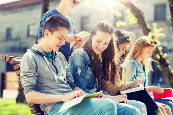 攝圖網_300126783_教育,高中人的群快樂的十幾歲的學生校園院子里學筆記本群學校院子里帶筆記本的學生群學校院子里帶筆記本(企業商用)(1)_編輯.jpg